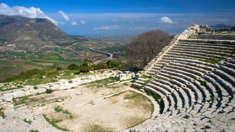 Segesta tempio and amphitheatre
