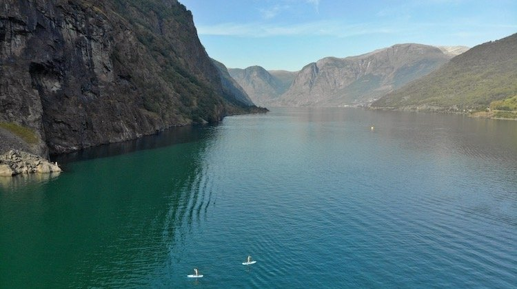 Flam stand up paddle on turquoise fjord
