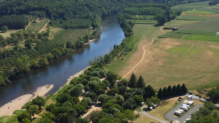 motorhome camping by the Dordogne